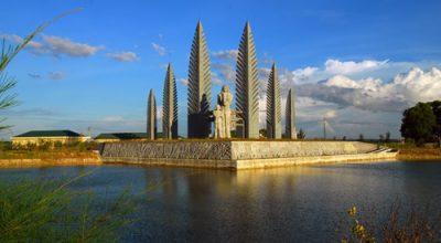 Đài tưởng niệm đôi bờ Hiền Lương